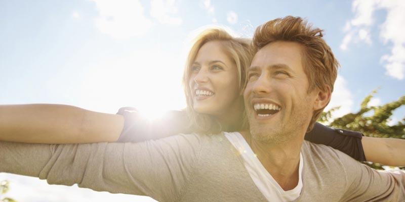 happy-couple-800